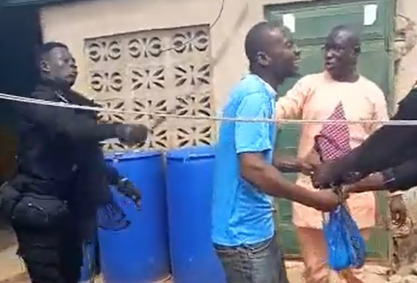 VIDEO: Police interdicts 4 officers for assaulting alleged power thieves